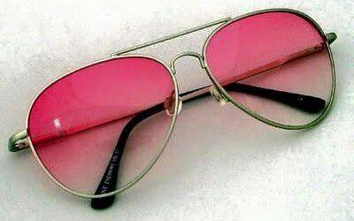 Rózsaszín a szemüveged?