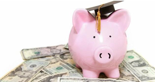 A gyerek egyetemi taníttatása – avagy a családi kassza csődje?