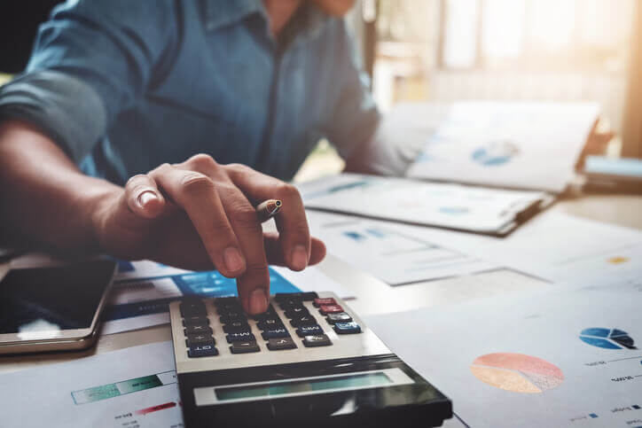 Bróker, befektetési tanácsadó vs. ingyenes pénzügyi tanácsadó